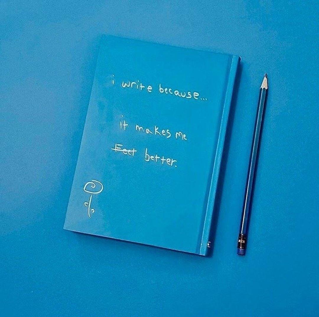 تصویر دفتر دات نوت طرح I Write Because