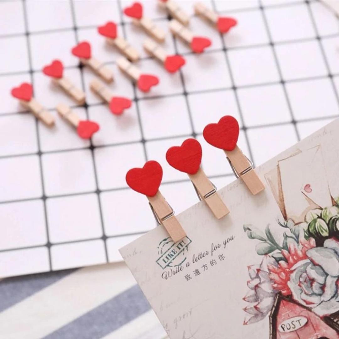 تصویر گیره چوبی طرح قلب قرمز