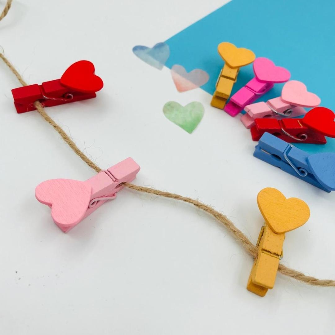 تصویر گیره چوبی طرح قلب رنگی