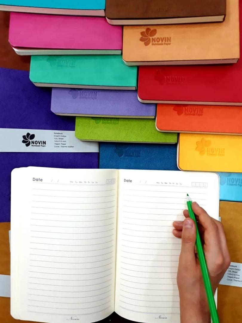 تصویر دفتر یادداشت نوین مدل جلد ترمو رقعی