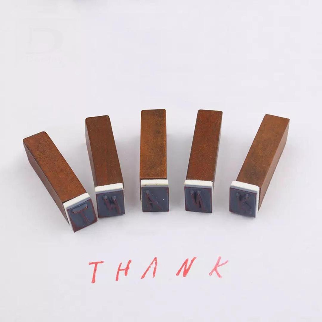 تصویر مهر جعبه چوبی الفبا حروف بزرگ